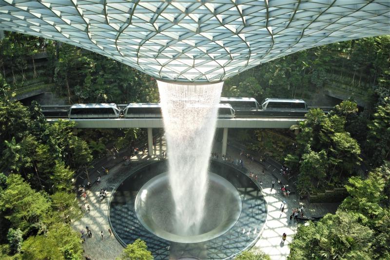 シンガポール Jewel(ジュエル)のウォーターフォール(滝)