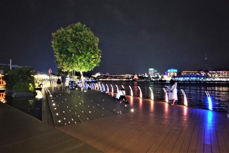 シンガポール セントーサボードウォークでセントーサ島へ歩く