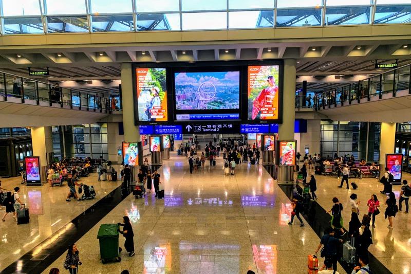 香港空港のKLOOKの広告