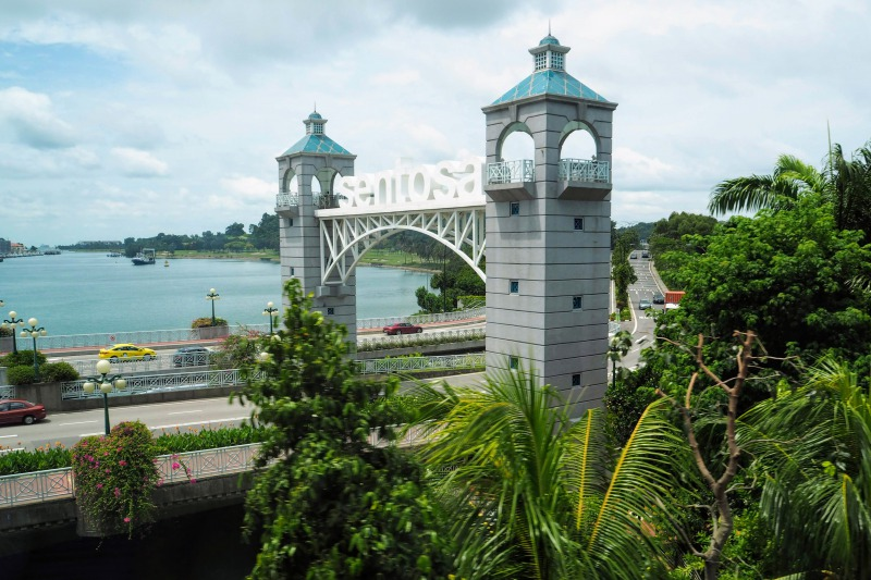 タクシーでセントーサ島へ行くルートにある橋