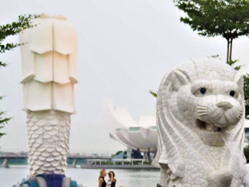 シンガポールの観光スポット ミニマーライオンとマーライオンの背中