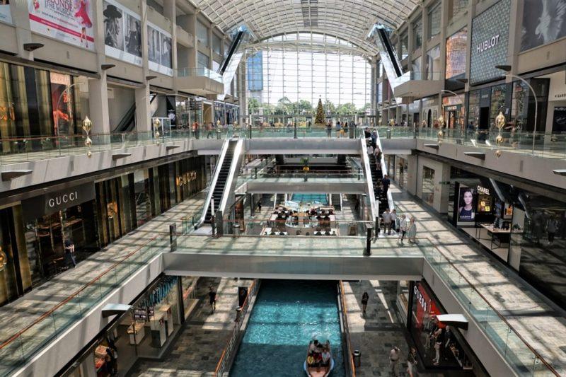 シンガポールの観光スポット マリーナベイサンズでショッピング