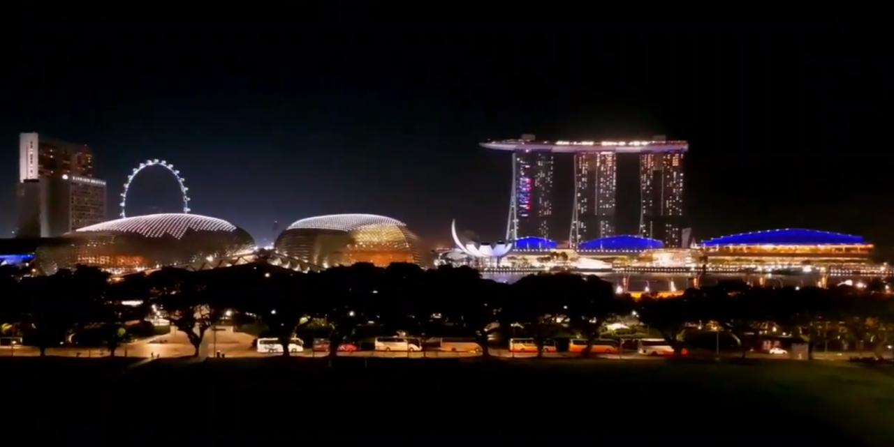 シンガポールの観光スポット ナショナルミュージアムから見たマリーナベイサンズの夜景