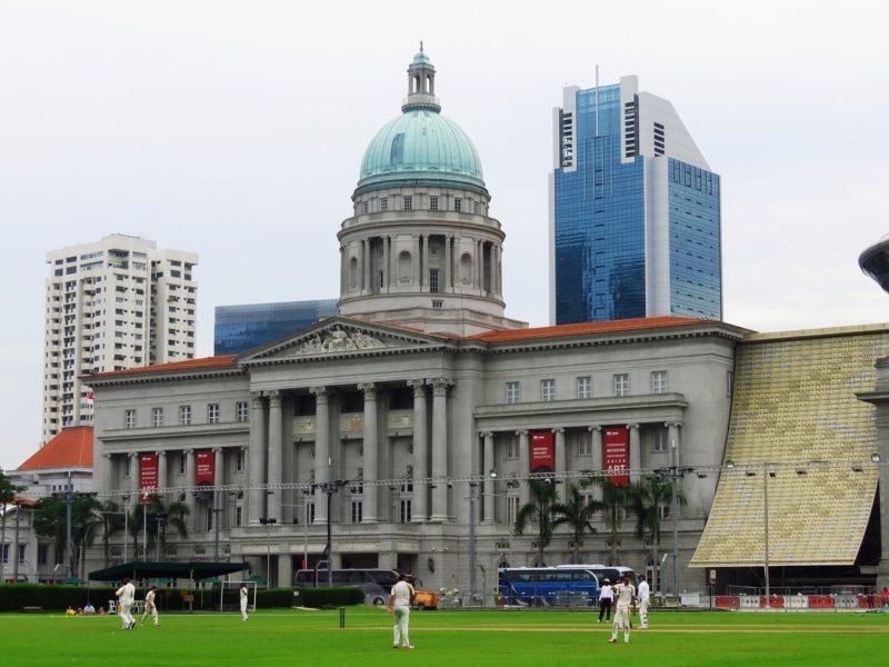 シンガポールナショナルミュージアムの前はクリケットグラウンド