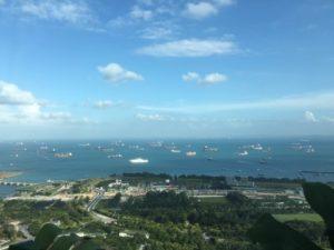 シンガポール湾のタンカー群