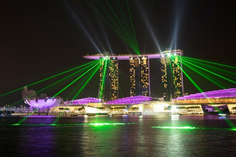 シンガポールの観光スポット マリーナベイサンズのナイトショー