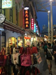 夜のチャイナタウンはおもしろい