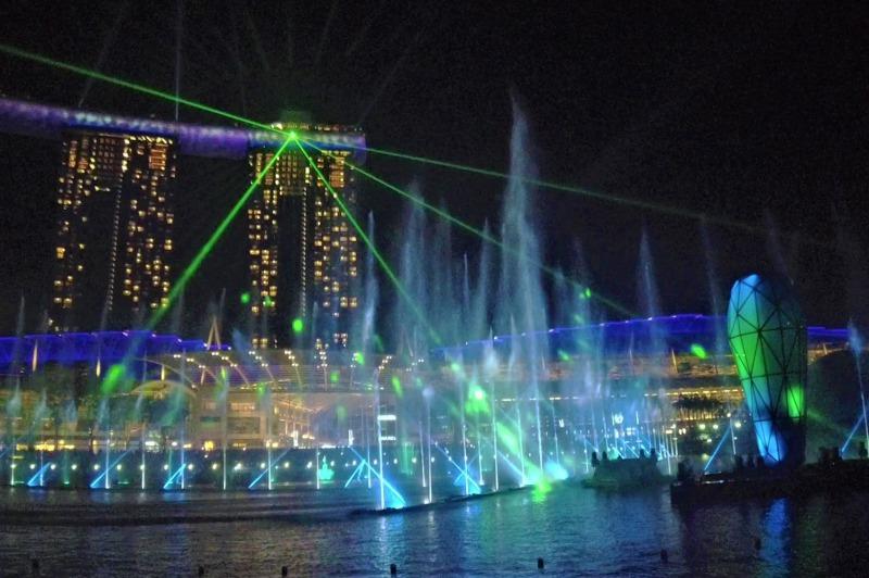 光と水のショー「スペクトラ」を船上から