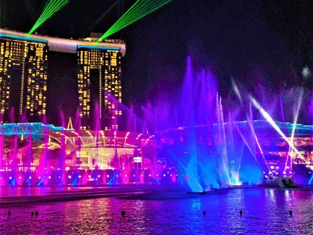 光と水のショー「スペクトラ」クライマックス