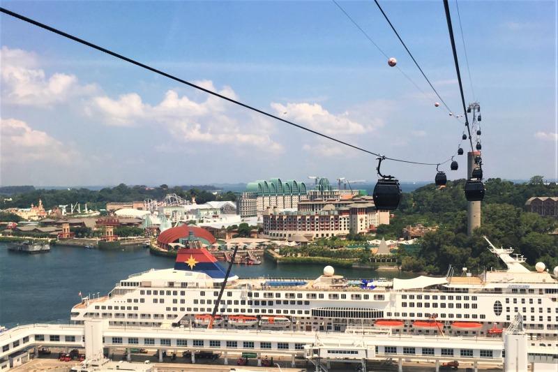 シンガポールケーブルカーから見える大型客船