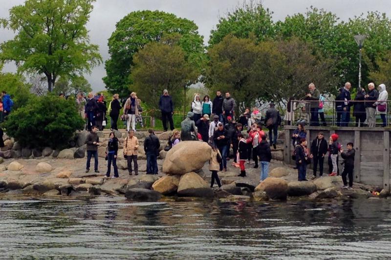 コペンハーゲンの人魚像の背中