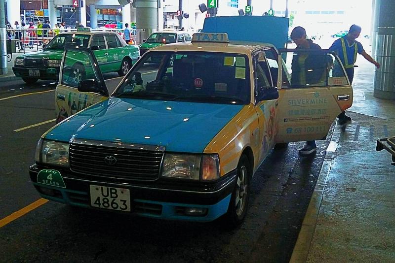 香港のタクシー 青