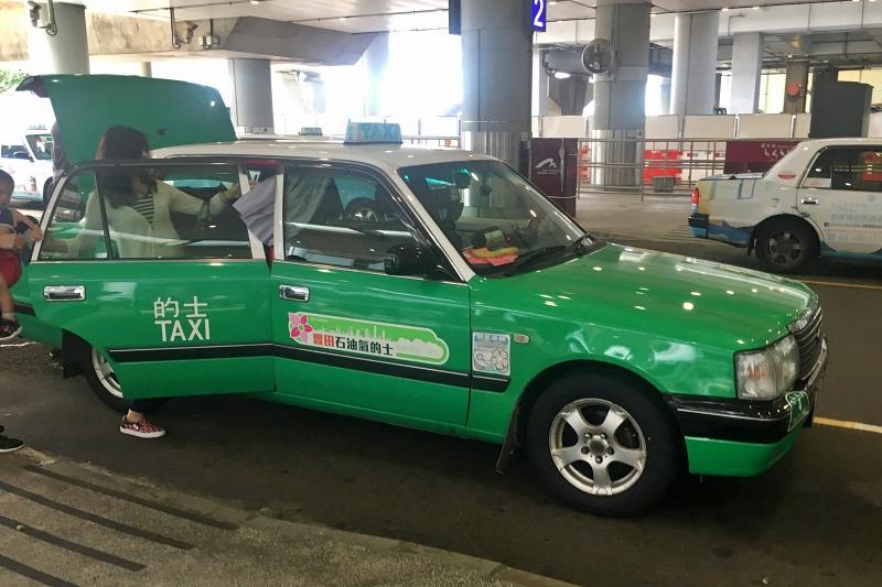 香港のタクシー 緑