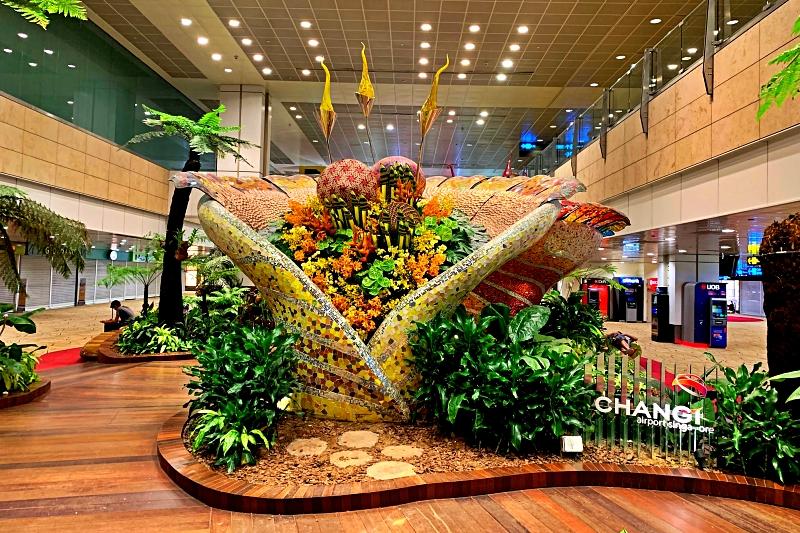 singapore changi airport terminal 2 Enchanted Garden