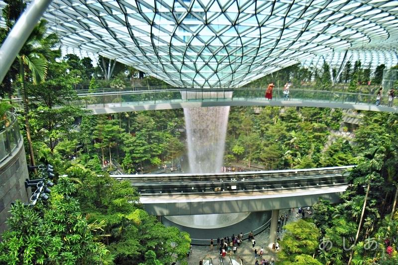 シンガポール空港ジュエルのキャノピーブリッジ