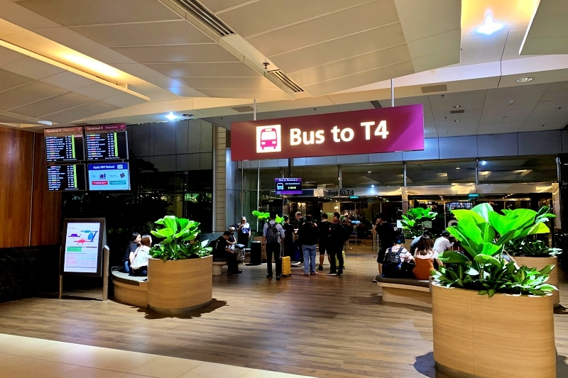 singapore changi airport terminal 4 行きのバス乗り場