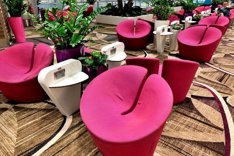 singapore changi airport terminal 4 ピンクの椅子
