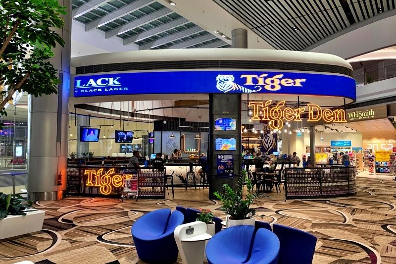 singapore changi airport terminal 4 tiger beer bar