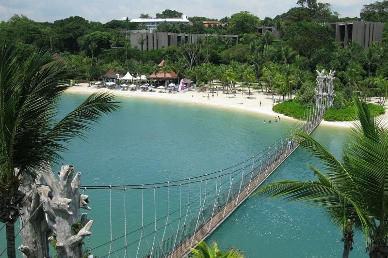 パラワンビーチの吊り橋(全体像)
