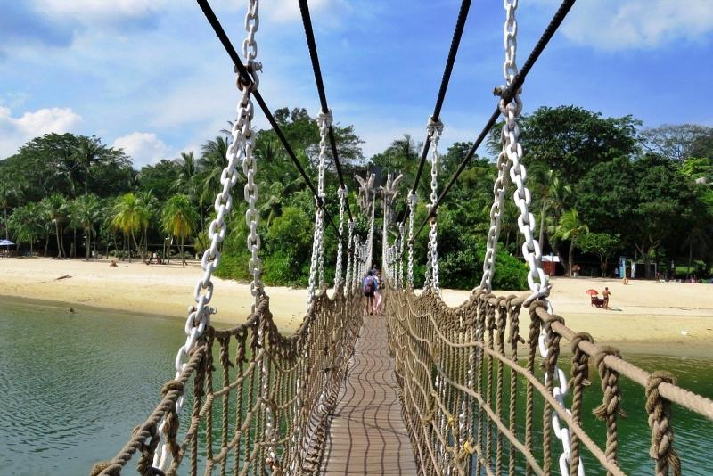 パラワンビーチの吊り橋